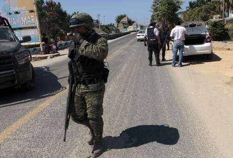 Las medidas de seguridad se mantienen activas en las calles de la costa mexicana. Uniformados continúan con las averiguaciones. Foto: AFP
