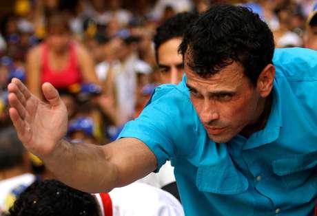 La encuesta dada a conocer por la campaña de Capriles fue realizada por la firma Datamatica. Foto: AP