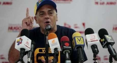 El representante del comando que apoya la candidatura de Nicolás Maduro exhortó a sus seguidores a apostarse en el palacio de Miraflores. Foto: Prensa Comando