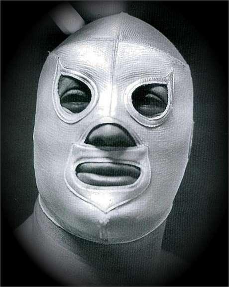 Su máscara plateada le dio fama. Foto: Reproducción
