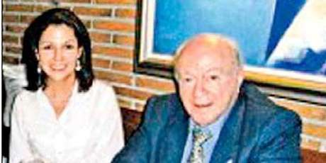 Alfredo Di Stéfano, honorary Real Madrid president, with his girlfriend. Foto: Divulgación