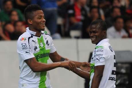 Carlos Darwin Quintero marcó dos goles, en el triunfo de Santos Laguna 3-1 sobre Atlas. Foto: Mexsport