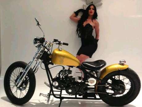 Diosa Canales visitó las instalaciones de Playboy México para promocionar su aparición en la revista. Foto: Twitter