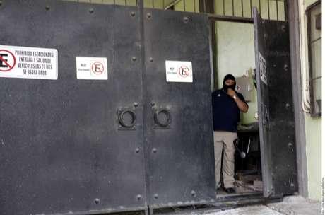 Ayer fue cateado un inmueble del ex secretario de Finanzas Foto: Reforma