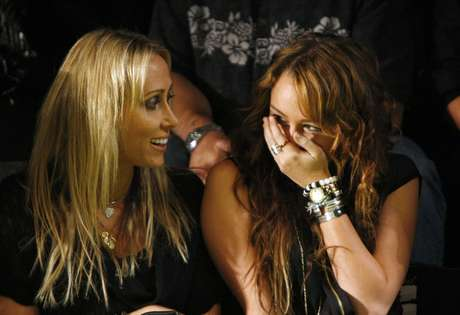 "Miley y su madre Leticia ""Tish"" Cyrus. Foto: Getty Images"