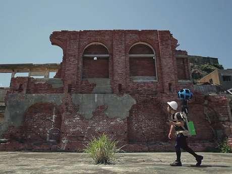 Un funcionario de Google toma imágenes de Gunkanjima Foto: Reproducción