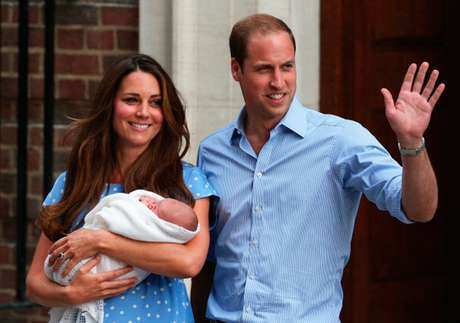 Kate Middleton y el Príncipe William con su hijo el Príncipe George de Cambridge Foto: Getty