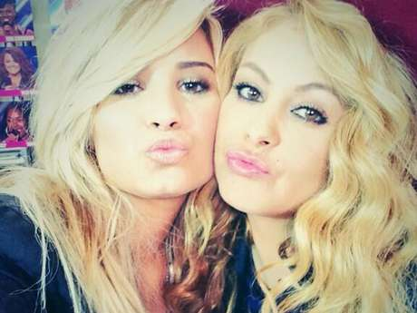 "Paulina Rubio considera a Demi Lovato su ""hermanita pequeña"" en ""The X Factor"". Foto: Twitter/Paulina Rubio"