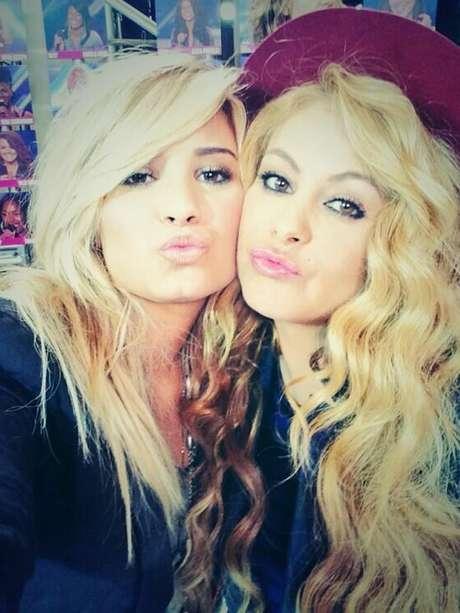 Paulina Rubio llama hermana pequeña a Demi Lovato. Foto: Twitter/@paurubio