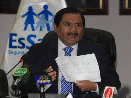 Conferencia de prensa del Gerente General de Essalud, Ramón Huapaya Raygada. Foto: Andina