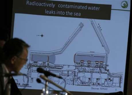 El presidente de la autoridad de regulación nuclear de Japón, Shunichi Tanaka, durante una conferencia de prensa en Tokio, sep 2 2013. Un equipo de trabajadores halló una nueva zona de alta radiación cerca de los tanques usados para almacenar agua contaminada de la planta nuclear de Fukushima en Japón, que resultó dañada por un terremoto y posterior tsunami hace más de dos años, dijo el lunes su operador Tokyo Electric Power Co. Foto: Issei Kato / Reuters