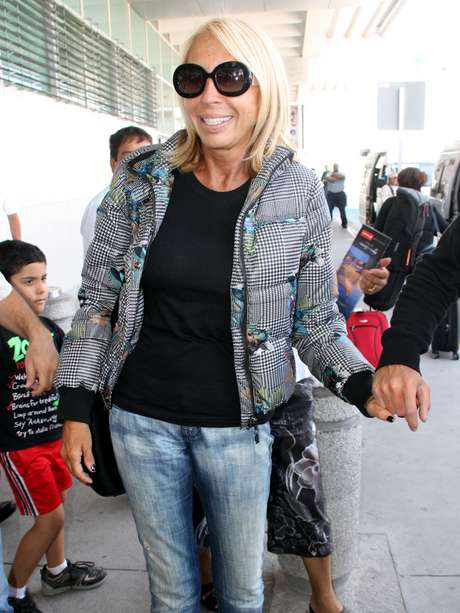 A su llegada al Aeropuerto de Cd. Juárez, Laura Bozzo aseguró que la frustra ver que sigan habiendo muertes y nadie haga nada. Foto: Reforma