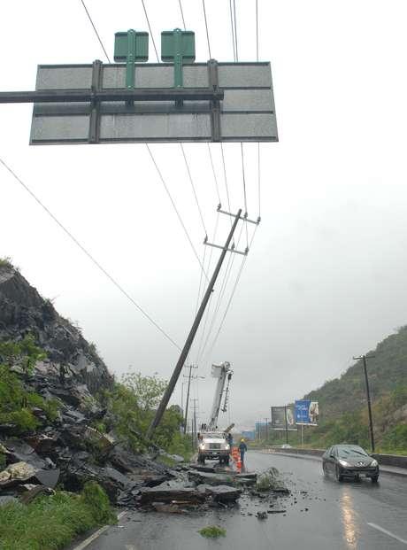 El sector San Jerónimo en Monterrey ha sufrido deslaves a causa de las fuertes lluvias, que hasta el momento han dejado sólo daños materiales Foto: Terra