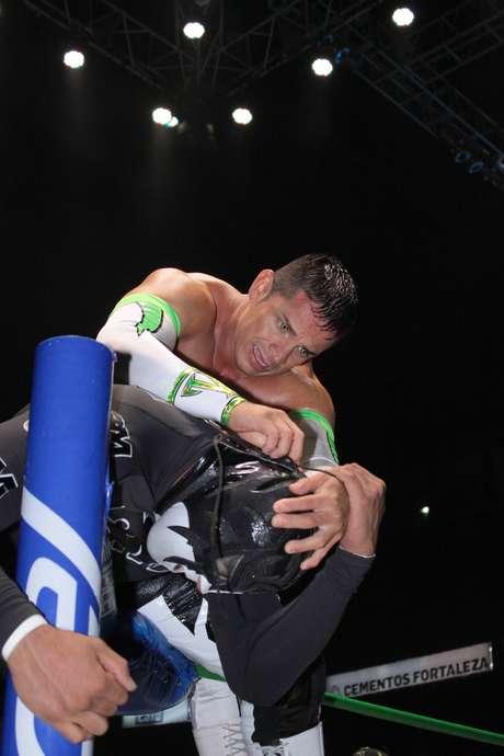 Volador Jr., se impuso en el duelo ante La Sombra. Foto: Rosalío Vera / Terra