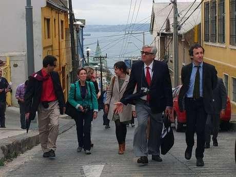 Observadores de la Unesco recorriendo Valparaíso Foto: Agencia Uno