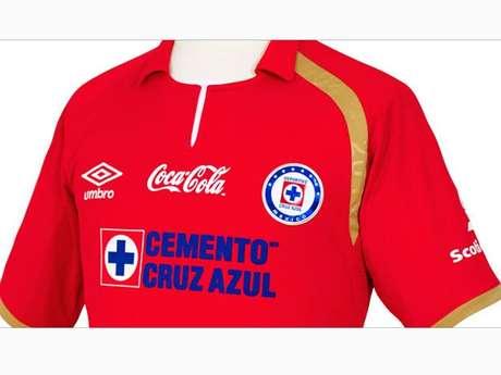 La playera roja de Cruz Azul Foto: Difusión