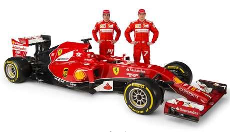 Fernando Alonso, Kimi Raikkonen y la Ferrari F14-T, nombre elegido mediante votación por los seguidores ferraristas. Foto: AP