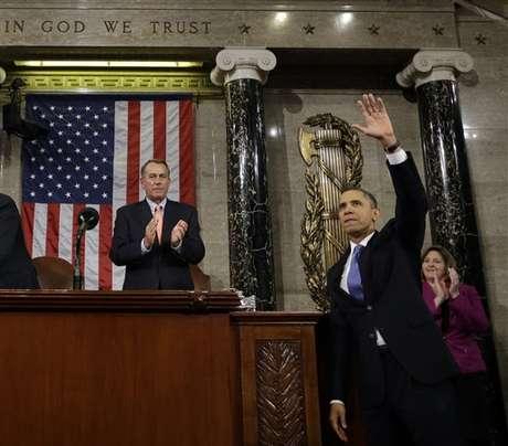 El presidente Barack Obama saluda,y el presidente de la Cámara de Representantes, Joyn Boehner, aplaude, después de que el mandatario rindiera su discurso del Estado de la Unión, el 12 de febrero de 2013. Foto: AP