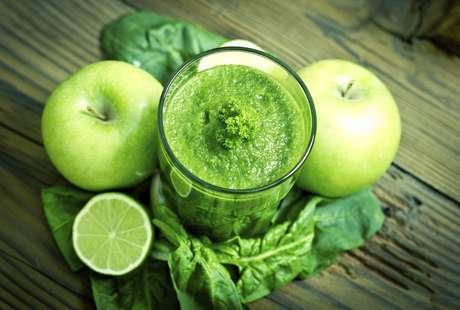 Está comprobado que los jugos de verduras o jugos verdes son la clave para mantenernos con energía durante todo el día y tener un óptimo estado de salud. Foto: Getty Images