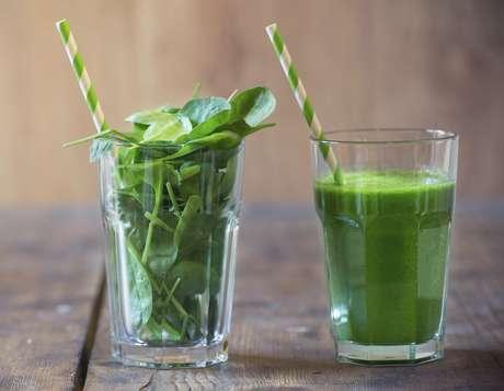 El jugo deberá prepararse en un extractor, no en licuadora. ¿Por qué? Porque sin fibra y en ayunas los nutrimentos de las verduras se absorben de forma rápida y eficiente. Foto: Getty Images