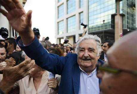 """Los adjetivos """"humilde"""" y """"pobre"""" han acompañado a Mujica durante su gestión de cinco años, durante la cual ha cedido buena parte de su sueldo para fines sociales. Foto: AP"""