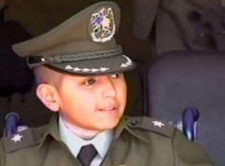 Bolivia nombra subteniente de policía a niño de 9 años
