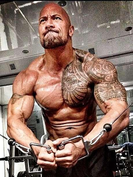 Con esa dieta y una constante rutina de ejercicio, Dwayne ''La Roca'' Johnson ya saca pinta de ''hijo de Zeus''. Foto: Twitter