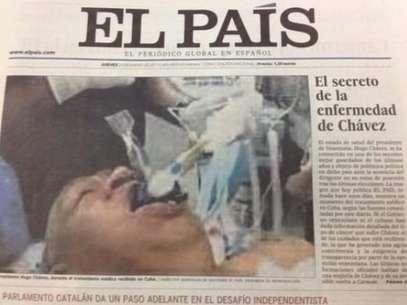 """La fotografía aparece como principal en la sección América Latina, y sobre la misma el diario señala que fue tomada """"hace unos días"""" y muestra el supuesto rostro de un sujeto muy parecido a Chávez con unos tubos introducidos por su boca. Foto: Foto: Internet"""