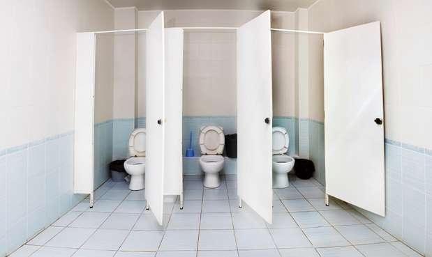 Inodoros Baños Publicos:Baño público: ¿Sirve poner papel higiénico antes de sentarse?