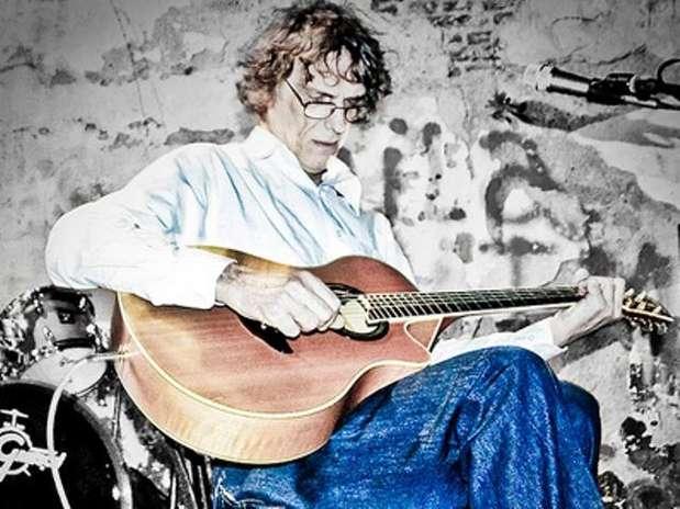 http://p1.trrsf.com/image/fget/cf/67/51/images.terra.com/2012/01/05/0000-luis-alberto-spinetta20120105093309.jpg