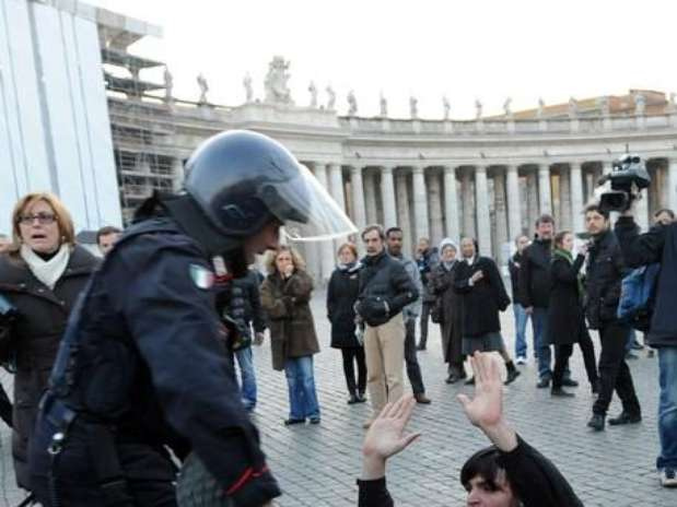 http://p1.trrsf.com/image/fget/cf/67/51/images.terra.com/2012/01/14/getty20120114071104.indignados.vaticano.jpg