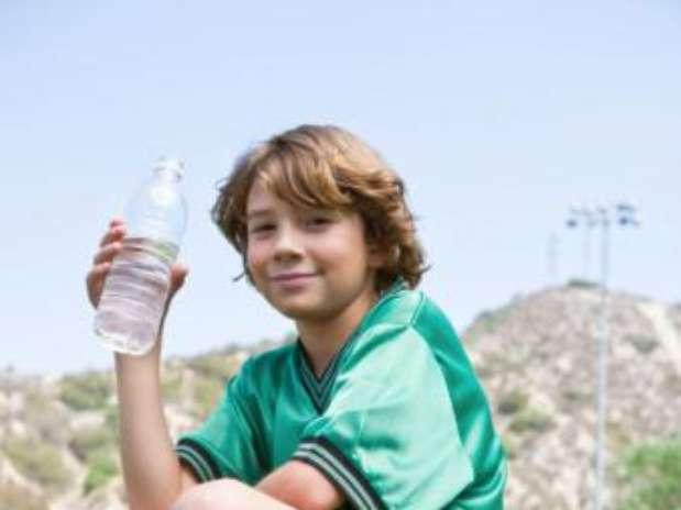 Imagen De Niño Tomando Agua