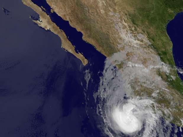 http://p1.trrsf.com/image/fget/cf/67/51/images.terra.com/2012/05/26/Tropical_Weather_Terr20120526124133.jpg