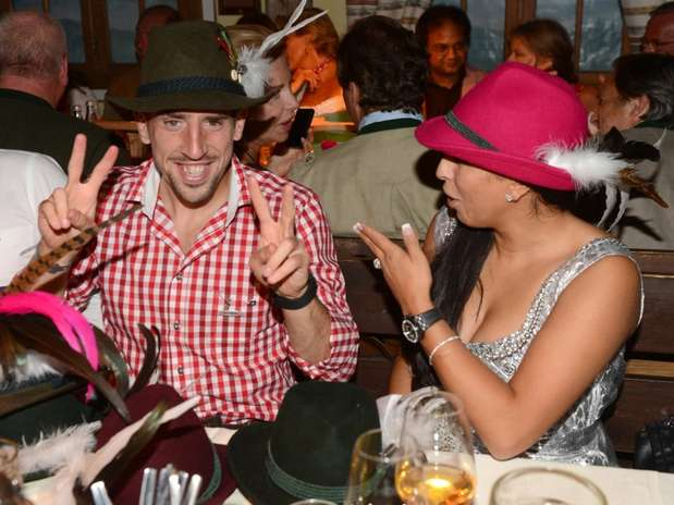 khedira ribery celebrate oktoberfest with their girlfriends