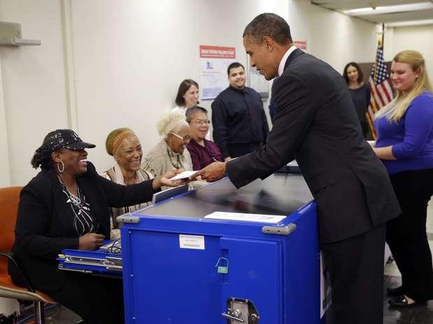 http://p1.trrsf.com/image/fget/cf/67/51/images.terra.com/2012/10/25/obama-1.jpg