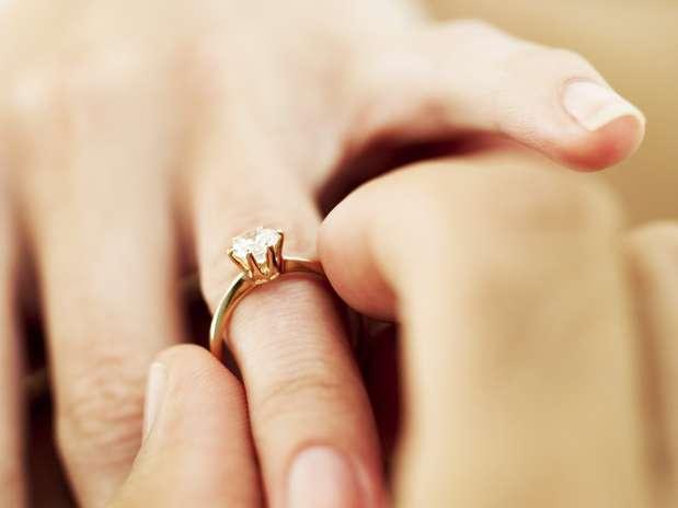 http://p1.trrsf.com/image/fget/cf/67/51/images.terra.com/2012/11/11/1-capa-preparada-para-casar.jpg