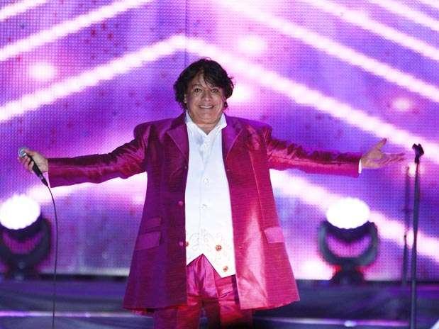 http://p1.trrsf.com/image/fget/cf/67/51/images.terra.com/2012/11/12/juan-gabriel-concierto-guadalajara-2.jpg