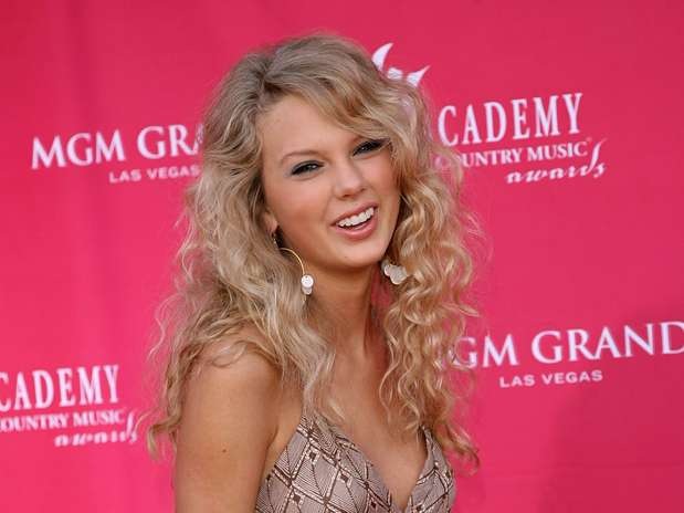 http://p1.trrsf.com/image/fget/cf/67/51/images.terra.com/2012/11/13/taylorswiftcambioslooks-1.jpg