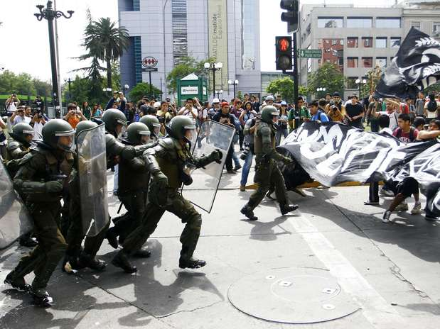 http://p1.trrsf.com/image/fget/cf/67/51/images.terra.com/2012/11/22/incidentes-en-nueva-marcha-de-estudiantes-secundarios-por-plaza-italia309.JPG