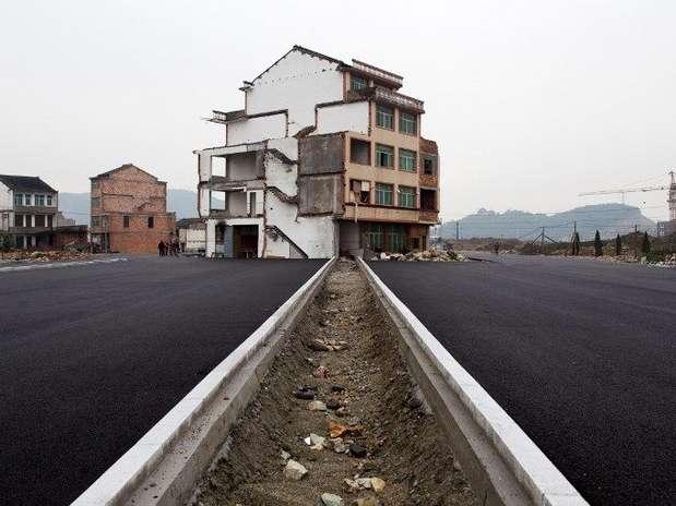 http://p1.trrsf.com/image/fget/cf/67/51/images.terra.com/2012/11/23/casa-china-autopista-afp9.jpg