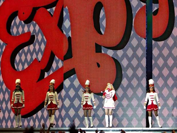 http://p1.trrsf.com/image/fget/cf/67/51/images.terra.com/2012/11/26/madonna-01.jpg
