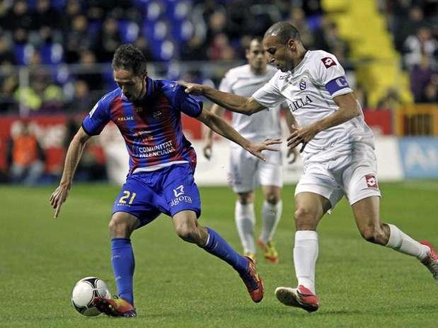http://p1.trrsf.com/image/fget/cf/67/51/images.terra.com/2012/11/28/levantemelilla02.jpg