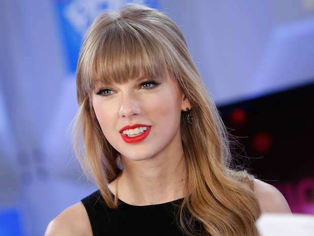 http://p1.trrsf.com/image/fget/cf/67/51/images.terra.com/2012/12/13/taylor-swift-happy-birthday-1.jpg