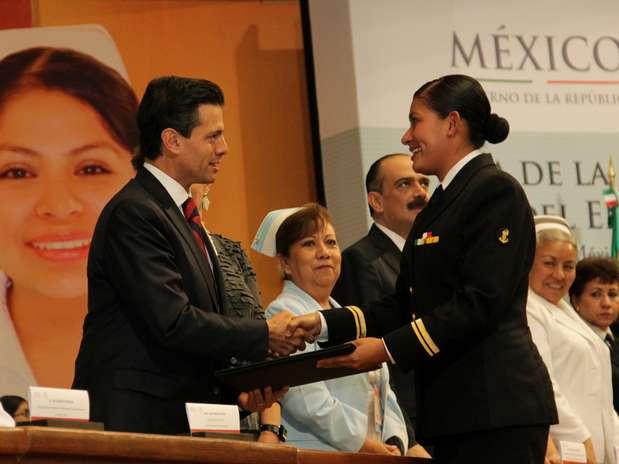 http://p1.trrsf.com/image/fget/cf/67/51/images.terra.com/2013/01/07/01cesarhdezdia-de-la-enfermera-y-el-enfermero-9.JPG
