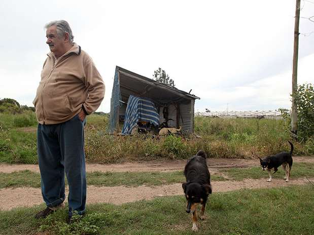 http://p1.trrsf.com/image/fget/cf/67/51/images.terra.com/2013/01/15/mujica-austero-3.jpg