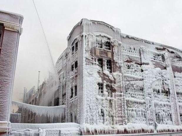 http://p1.trrsf.com/image/fget/cf/67/51/images.terra.com/2013/01/25/edificio-congelado.jpg