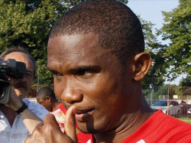 Samuel Eto'o no se corta en hablar de la Federación de Fútbol de Camerún. Foto: Agencia EFE / © EFE 2013. Está expresamente prohibida la redistribución y la redifusión de todo o parte de los contenidos de los servicios de Efe, sin previo y expreso consentimiento de la Agencia EFE S.A.