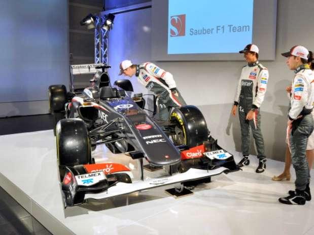 http://p1.trrsf.com/image/fget/cf/67/51/images.terra.com/2013/02/02/presentacion-nuevo-sauber-2.jpg