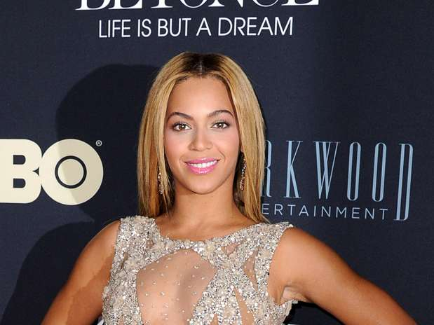 http://p1.trrsf.com/image/fget/cf/67/51/images.terra.com/2013/02/13/beyonce-cleavage-1.jpg