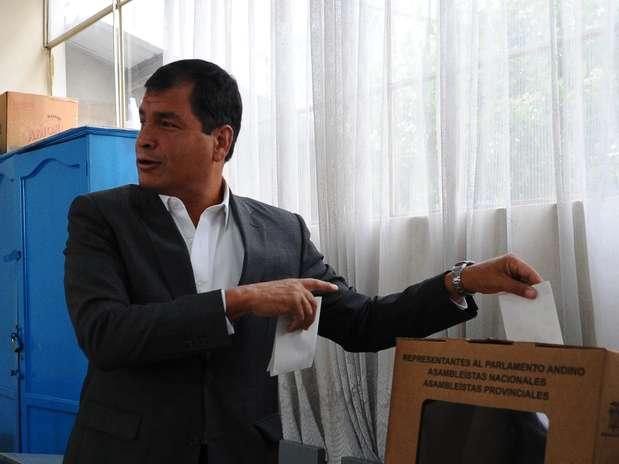 http://p1.trrsf.com/image/fget/cf/67/51/images.terra.com/2013/02/17/elecciones-ecuador-1.jpg